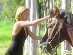 Madura con pony